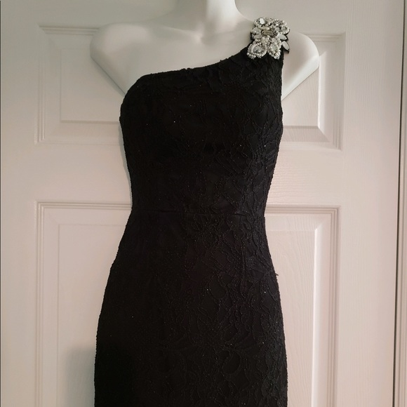 City Triangles Dresses & Skirts - Black lace one shoulder homecoming dress